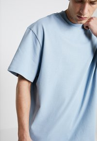 Weekday - GREAT OVERSIZE  - T-shirt - bas - blue - 3
