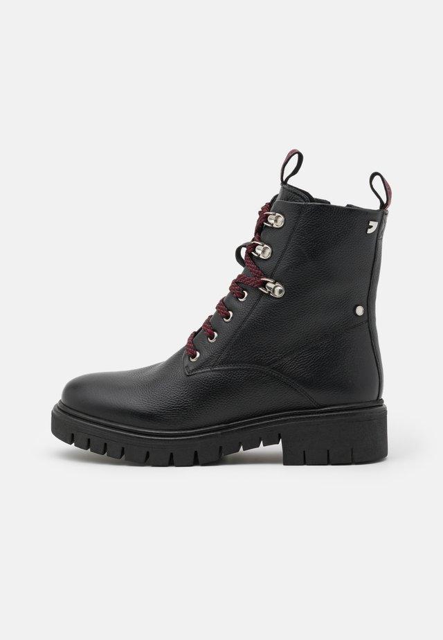 VECHTA - Šněrovací kotníkové boty - black