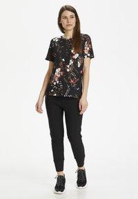 InWear - Basic T-shirt - black botanical bouquet - 1