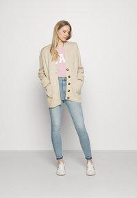 GAP - FRANCHISE TEE 2 PACK - T-shirt z nadrukiem - pink standard - 1