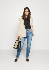 Marc O'Polo DENIM - FREJA BOYFRIEND - Relaxed fit jeans - multi/mid blue marble - 1