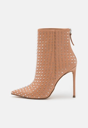 VIA - High heeled ankle boots - clear