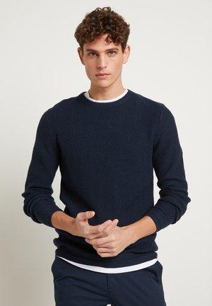SLHBERG CREW NECK - Stickad tröja - navy blazer/melange