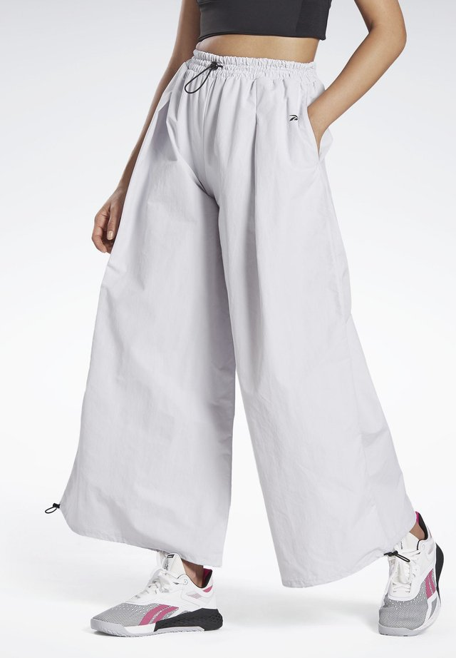 WIDE LEG WOVEN TRACKSUIT BOTTOMS - Trainingsbroek - white