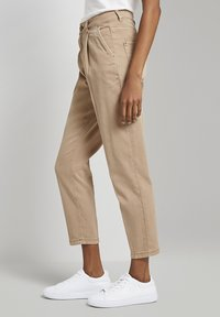 mine to five TOM TAILOR - MIT FALTENDETAIL - Jeans Tapered Fit - light ginger - 3