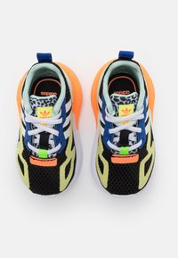 adidas Originals - ZX 2K UNISEX - Tenisky - core black/footwear white/screaming orange - 3