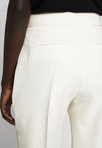 Victoria Victoria Beckham - Spodnie materiałowe - ecru - 6