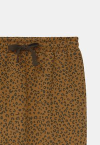Soft Gallery - KARL UNISEX - Trousers - golden brown - 2