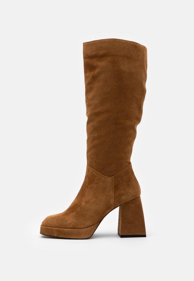 High heeled boots - habana