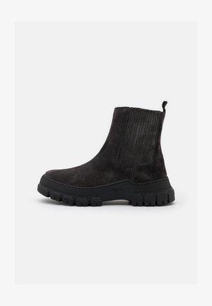 GENEPI - Kotníkové boty na platformě - dark grey