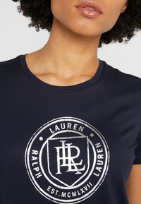 Lauren Ralph Lauren - Triko spotiskem - navy - 5