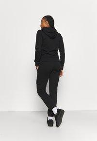 Champion - ELASTIC CUFF PANTS - Pantaloni sportivi - black - 2