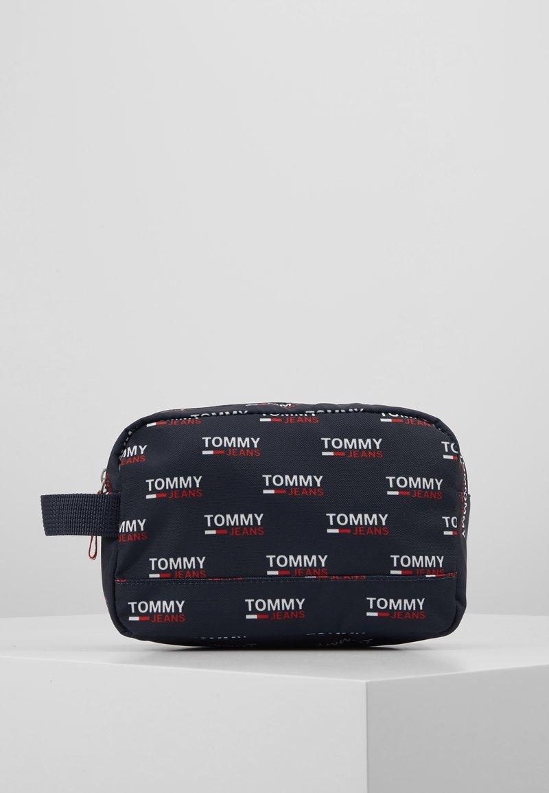 Tommy Jeans - TJM COOL CITY WASHBAG NYL PNT - Accessorio da viaggio - white