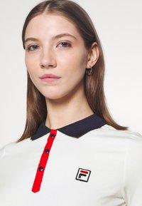 Fila - HATEYA - Print T-shirt - blanc de blanc/black iris - 3