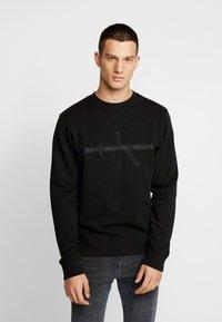 Calvin Klein Jeans - TAPING THROUGH MONOGRAM - Bluza - black - 2