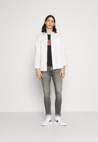 Calvin Klein - TEXT REVERSED LOGO  - T-shirt med print - black - 1