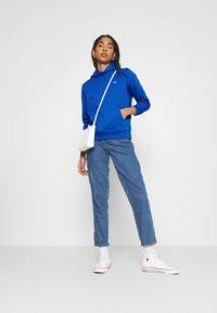 Tommy Jeans - HOODIE - Sweat à capuche - gulf coast blue - 1