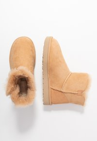 UGG - MINI BAILEY STAR - Ankle boots - bronzer - 3