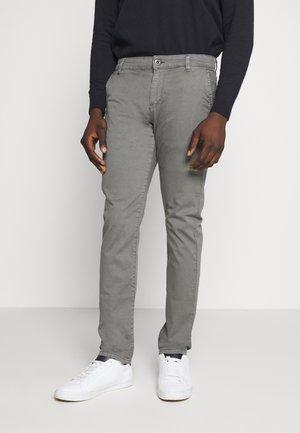 Chinot - dusty grey