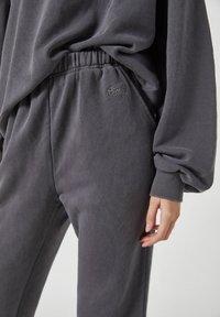 PULL&BEAR - Tracksuit bottoms - mottled dark grey - 2
