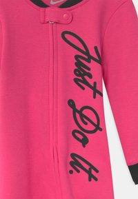 Nike Sportswear - FOOTED COVERALL SET - Sleep suit - dark hyper pink - 2