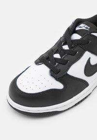 Nike Sportswear - DUNK  - Sneakers basse - white/black - 5