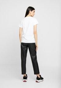 ONLY - ONLCRUZ TEE BOX 2 PACK  - Basic T-shirt - black/white - 4