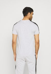 Lacoste Sport - T-shirt med print - silver chine/black - 2