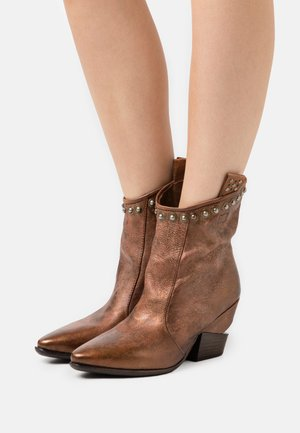 Classic ankle boots - castagna/calvados