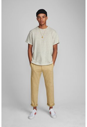 AKJOHN PANTS - Trousers - beige