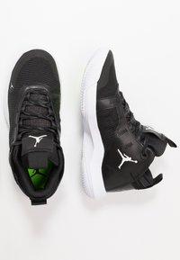 Jordan - JUMPMAN 2020 - Zapatillas de baloncesto - black/metallic silver/white - 1