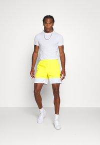 adidas Originals - FREESTYLE  - Shorts - yellow/white - 1