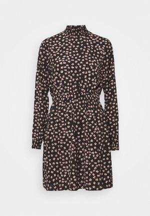 PCDALLAH DRESS - Košilové šaty - black / light pink