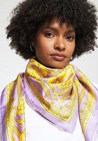 Versace - FOULARD CARRE - Foulard - lilla/oro - 1