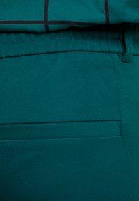 ONLY Carmakoma - CARGOLDTRASH CLASSIC - Spodnie materiałowe - forest biome - 6