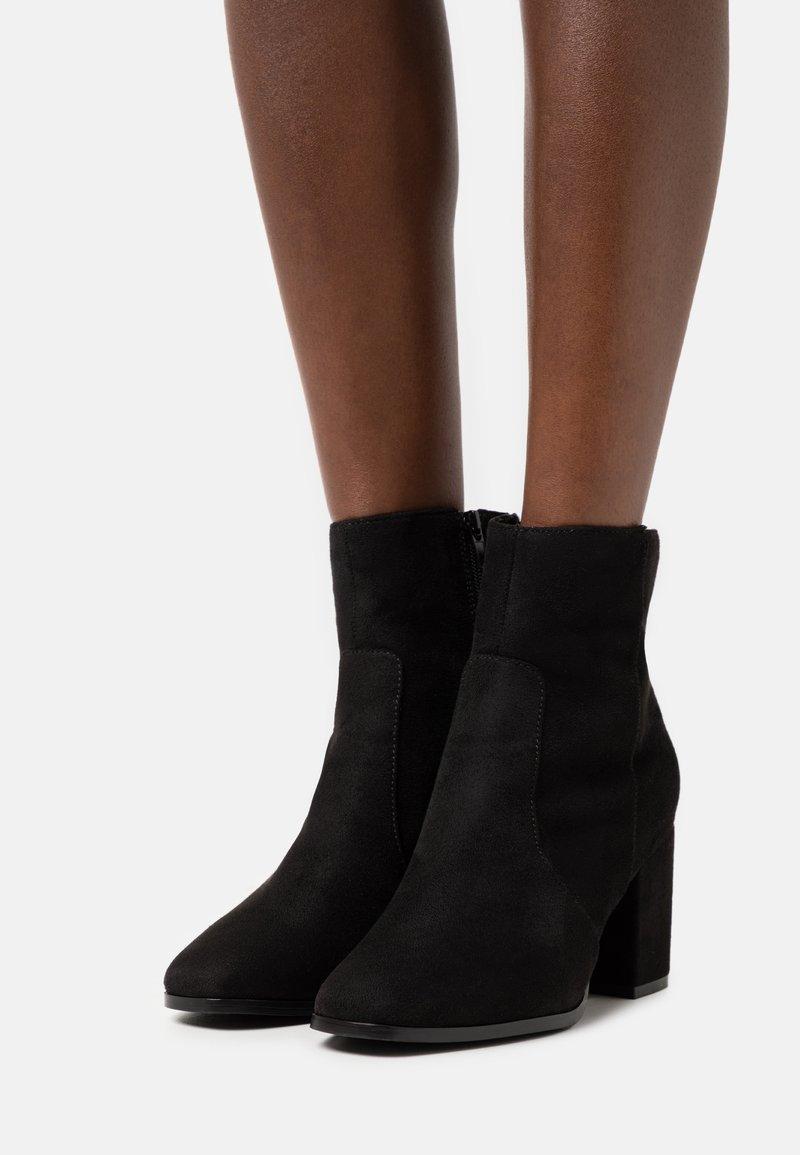 Vero Moda Wide Fit - VMREA BOOT WIDE - Classic ankle boots - black