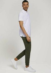 TOM TAILOR DENIM - Polo shirt - white mini palm leaf print - 1