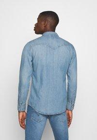 Levi's® - BARSTOW WESTERN SLIM - Skjorta - dark indigo - worn in - 2