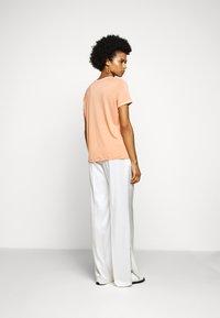 Bruuns Bazaar - KATKA ALICIA TEE - T-shirt basique - coral - 2