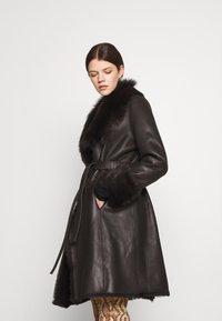 STUDIO ID - FLO COAT - Leather jacket - chocolate - 5