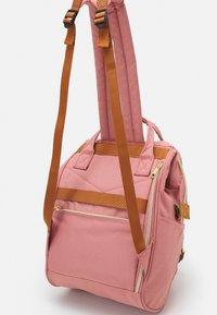 anello - CROSS BOTTLE UNISEX - Rucksack - light pink - 4