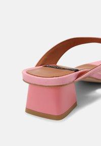 ÁNGEL ALARCÓN - T-bar sandals - almeras dumas - 5