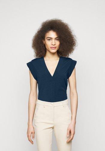 MULTIC - Basic T-shirt - chinablau