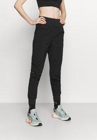 Puma - RUN FAVORITE TAPERED PANT - Pantalon de survêtement - black - 0