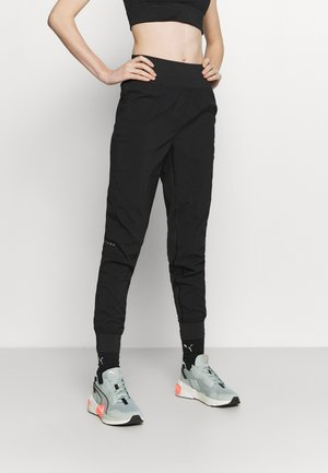 RUN FAVORITE TAPERED PANT - Verryttelyhousut - black