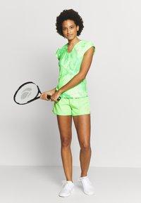BIDI BADU - RAVEN TECH SHORTS - Sportovní kraťasy - neon green/pink - 1
