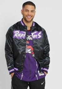 Mitchell & Ness - NBA TORONTO RAPTORS LIGHTWEIGHT JACKET - Club wear - black - 0