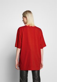 House of Holland - DANCE OVERSIZED - Print T-shirt - red - 2