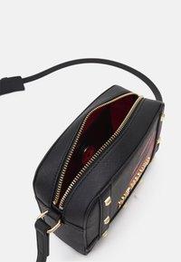 Love Moschino - PRINTED - Across body bag - fantasy color - 3