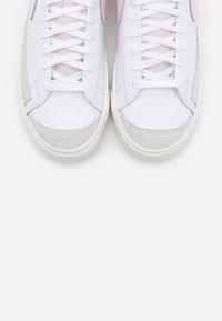 Nike Sportswear - BLAZER MID '77 UNISEX - High-top trainers - white/pink/sail - 6